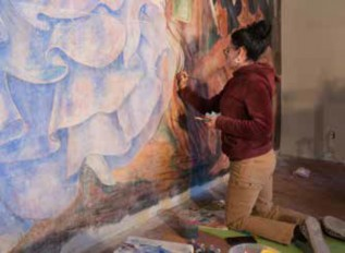 Elisabetta Perfetti working on the restoration of the fresco.